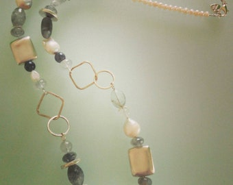 Grey quartz and Scaramazze pearl necklace