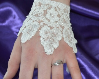 Mitten ivory lace, hand beaded lace, ivory beaded lace bracelet, embroidered bridal lace bracelet, bracelet has tie ecru