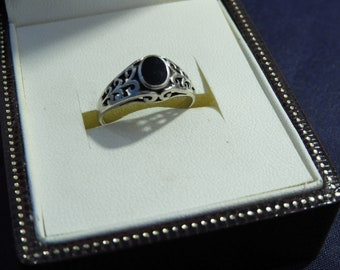 Vintage sterling silver and black onyx ring - 925 - sterling silver - UK L - US 5.75 - L