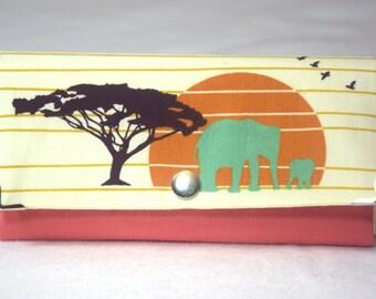 Geldbörse in Clutchform aus Canvas (Organic Cotton) und Baumwollstoff Serengeti  (Organic Cotton) mit vielen Fächern für Scheine und Karten