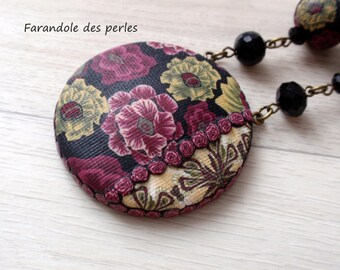 "Mid-length vintage ""imitation"" fabric necklace made of polymer clay. The decoration is inspired by a traditional Russian pattern."