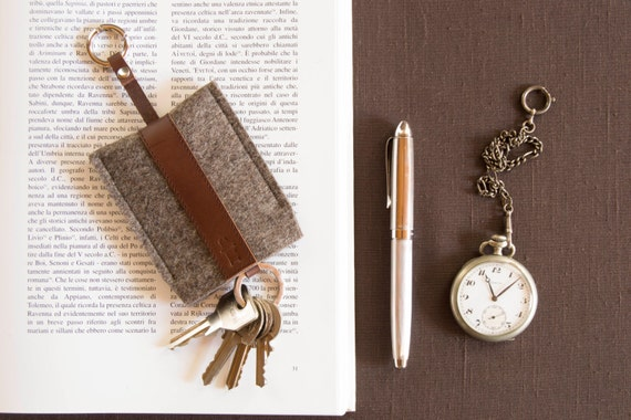 Felt and leather KEY HOLDER, key case, grey and dark brown, wool felt, handmade, made in Italy