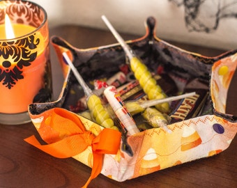 Halloween 'Owls, Bats and CandyCorn, Oh My!' Katch-All Medium Hex