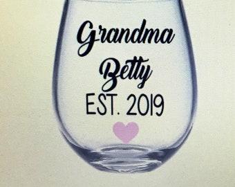 Grandma to be gift. Grandma to be wine glass. Grandma wine glass. Grandmom wine glass. Grandmom gift. Grandmom to be. Grandma established