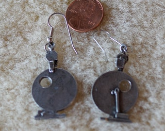Earrings: Spinning wheel earrings Louet S10 pewter
