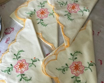Set of four table napkins