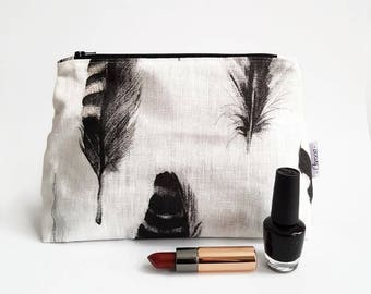 make up bag with pattern of feathers, white cosmetic bag with pattern of feathers, storage bag, linen make up bag, zippered make upbag,