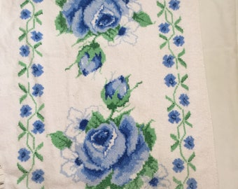 Vintage Cannon white Bath towel with blue roses