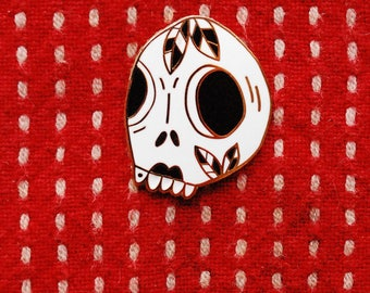 ENAMEL PIN gold, Skull enamel pin, skull brooch, skull art, hipster pin, badass pin, tattoo enamel pin, gift for him, skull lapel pin