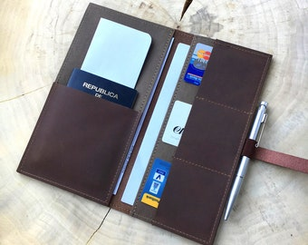 Travel-organizer in leather-brown