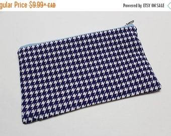 CLOSING SALE Zipper Pouch - Navu houndstooth - carry all your litttle things - makeup bag overnight bag coin pouch