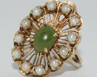 Vintage beauty! Solid 10 karat yellow gold apple jade and pearl halo ring 7 gr.