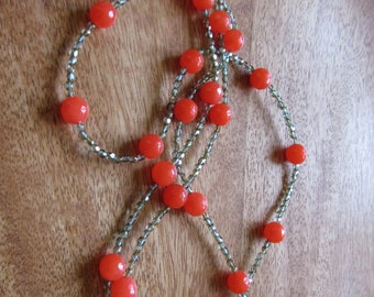 Feminine necklace for voyages of discovery