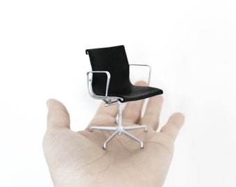 MGMT desk chair