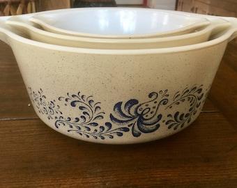 Vintage Pyrex Nesting Bowls set of 3, Pyrex bowls Homestead pattern, Nesting Bowls, Vintage Bowls ,Vintage Kitchen, Vintage Pyrex, Homestead
