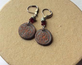 Terracotta flower disc earrings. Handpainted flower earrings. Garnet and grey clay heishi beads.Lever back earrings.