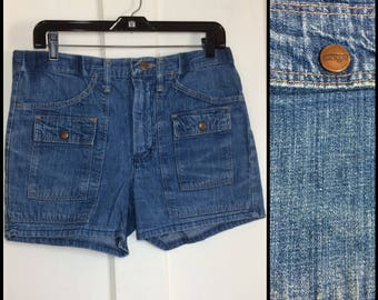 Vintage 1970's Wrangler Denim Blue Jeans Bush Pants Shorts measures 31.5 inch waist 6 pocket snap pocket flaps