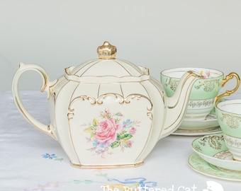 Beautiful vintage Sadler teapot, pink rose bouquet