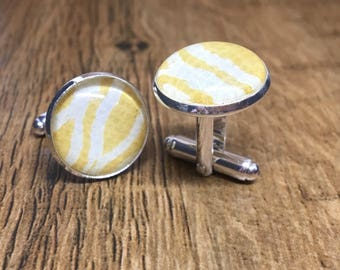 Cufflinks in silver or brass plate inlaid with modern abstract yellow design and glass dome (16-18mm)