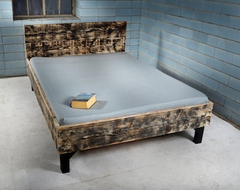 Bed with headboard made of recycled timber | Vergers
