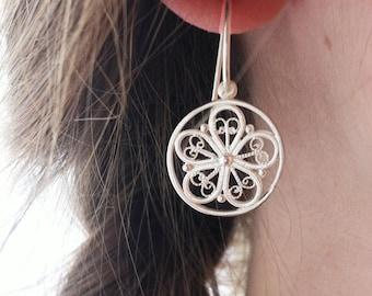 Ohrhänger aus Silber, romantischer Blumenschmuck, leichte Ohrhänger mit Filigran, Filigranblüten, Blumen Ohrhänger, Brautschmuck, für Sie