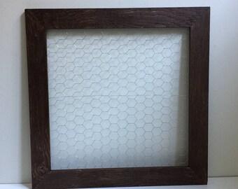 Farmhouse Wood Framed Wire Board|Wood Frame Chicken Wire Board|Framed Chicken Wire|Gallery Frame Wire Board|Farmhouse Photo Board|Wood Frame