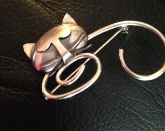 Beau Sterling Cat Pin