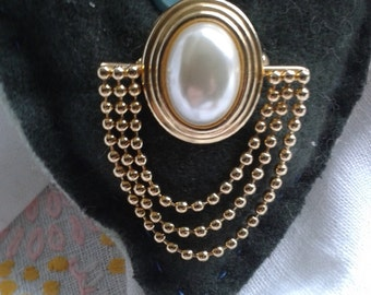 Pearl and Gold Metal Nineteen Eighties Brooch