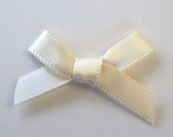 25 x 7mm Satin ribbon bow: cream - 02351
