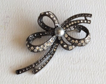 Vintage Costume Jewelry Bow Pin by avintageobsession on etsy