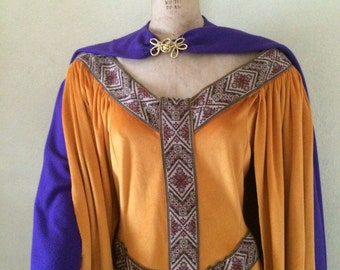 Large Medieval Renaissance gown for a Renaissance Lady-in-Waiting