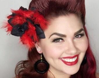 De Vivian-zwarte rozen met heerlijke rode veren
