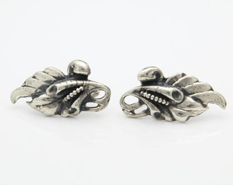 Vintage Sterling Silver Feather Blossom Up the Ear Screwback Earrings. [6618]