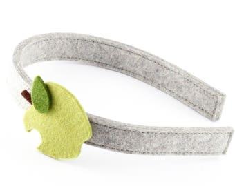Headband of felt with Apple