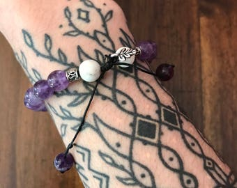 mala bracelet with amethyst, silver and howlite (adjustable)