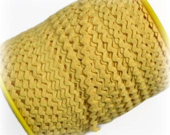 "Narrow Butter Yellow RicRac. 3/16"" Yellow Ric Rac Trim. Pale Yellow Ric Rac. Scalloped Yellow Trim. 3 Yards"