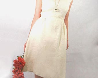 White wool dress in nubby mohair sleeveless with curved waist & classic styling vintage from 1970s size 10 or 12 // off-white // winter wool