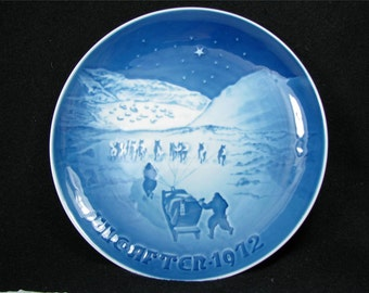 """Vintage BING & GRONDAHL 1972 CHRISTMaS PLaTE """"Jul i Gronlad - Christmas in Greenland""""  Excellent condition!"""