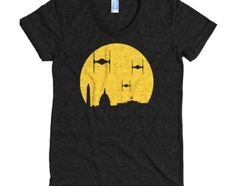 Large - The Empire Strikes the District T-shirt - Women's