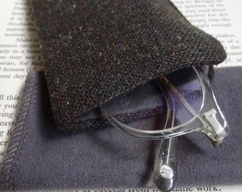 Glasses Case Green Donegal Tweed with cleaning cloth