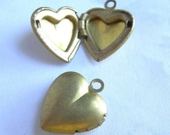 Vintage Brass Heart Engraving Lockets (4x) (L509)