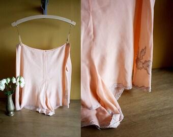 1930s Silk Tap Pants / 30s Knickers /  Tea Rose Tap Panties / Size Large / 1930s Lingerie / Lace Applique / XL XXL