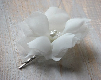 Ivory hair flower Ivory hair clips Ivory wedding flower Ivory flower Ivory bridal headpiece 3 inch ivory flower Bridal ivory flower