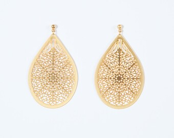 Oriental gold lace earrings