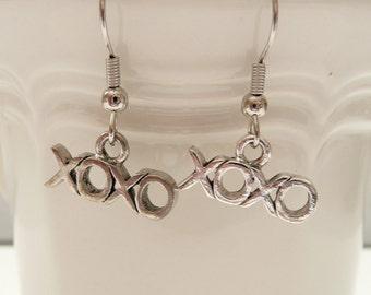 nd-XOXO Dangle Earrings