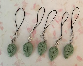 Green polymer clay leaf charm with keychain phone strap, nature inspired accessorie, kawaii leaves charm, handmade zipper charm