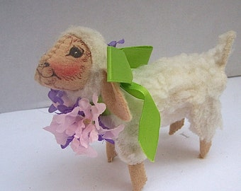 1991 ANNALEE Mobiltee Happy EASTER  Holiday LAMB / Sheep Figurine Decoration