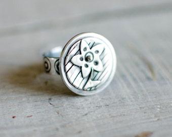 massive silver ring, circle, flower, nature, modern, romantic, naive, patinated black