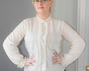 1970s Lacy Blouse Secretary Top Shirt Ruffle Collar Ivory off white Romantic Victorian Style Long Sleeve Plus Size 16