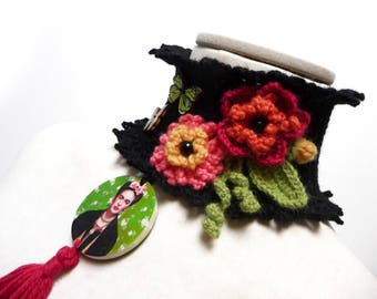 Frida Kahlo Crochet Necklace Neckwarmer with Flowers, Leaves and Butterflies - Black Wool Cowl Choker - FRIDA